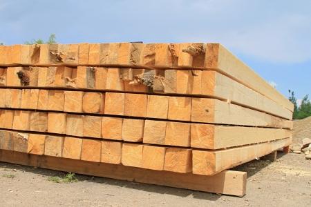 bing: Edging board in stacks