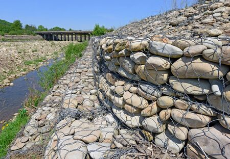 укрепление: Укрепление берегов горной речки