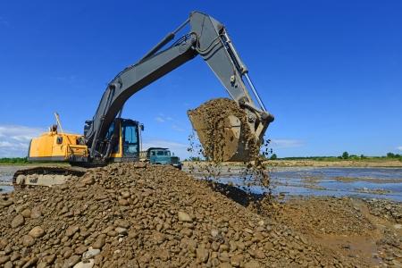 techniek: Grind opgegraven in de hoofdstroom van de rivier Stockfoto