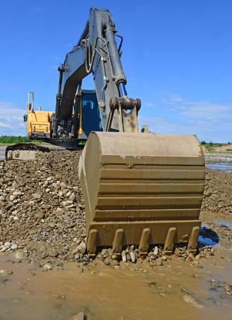 earthwork: Loading gravel excavator Stock Photo