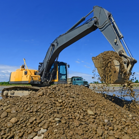 mainstream: Extracting and loading gravel excavated in the mainstream of the river Stock Photo