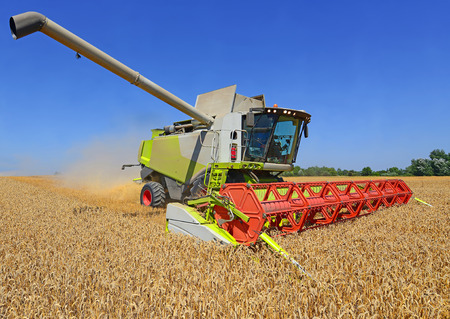 tanker type: Grain harvesting combine