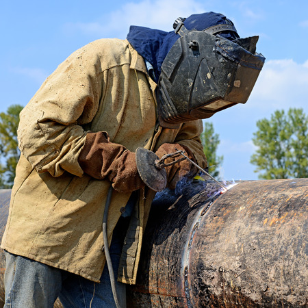 internally: Welder on the pipeline repairs Stock Photo