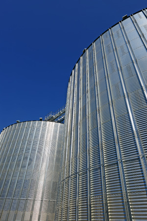 grain storage: Metal containers for storage of a grain elevator