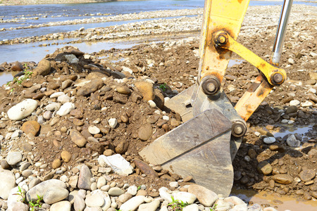 mainstream: Gravel excavated in the mainstream of the river