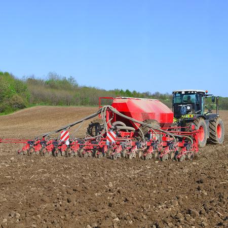 planter: Planting corn trailed planter