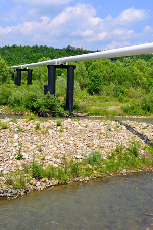 swapping: Pipeline transition through small river