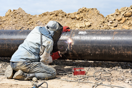 remedial: Welder on the pipeline repairs Stock Photo