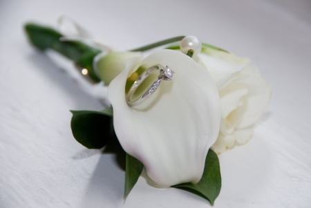 wedding bouquet with ring inside