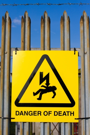 Danger of death sign on a barbed wire fence Stock Photo - 14341502