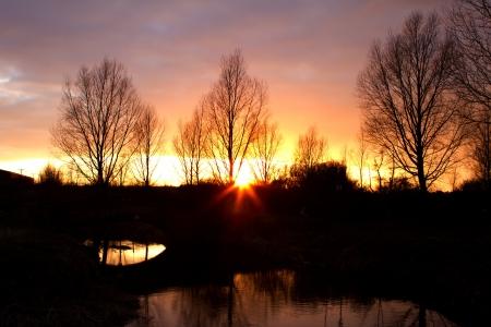 Rivier Stroomt Door Een Engels Platteland Scãne Bij Zonsondergang