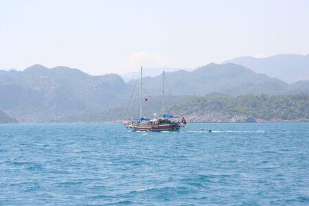 paisaje mediterraneo: Mediterráneo vista del paisaje mar de costa y las montañas
