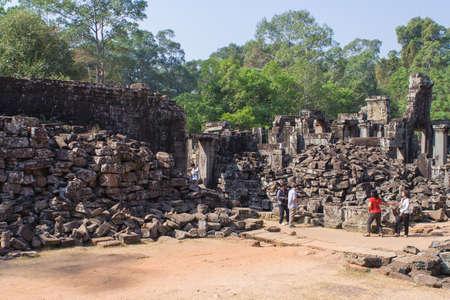 siem: Angkor Wat, Siem Reap, Cambodia - Februaty 10, 2015 :: Tourists walking in Angkor Wat, Siem Reap Cambodia