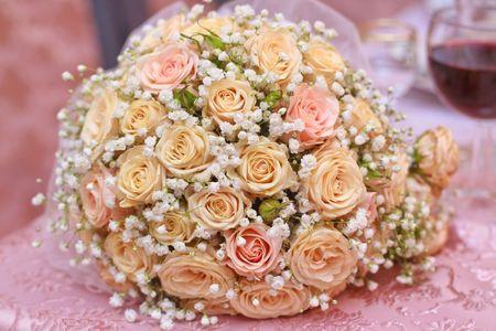 Closeup beautiful tea roses wedding bouquet background. Фото со стока