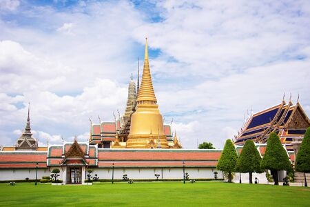Grand Palace in Bangkok Thailand on day with clear blue sky view at before traveler entrance to visit sightseeing inside. Archivio Fotografico