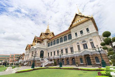 The Royal Grand Palace and Temple of the Emerald Buddha Bangkok, Thailand - June 18,2020 : The Chakri Maha Prasat Thone Hall Editoriali