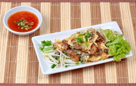 bean sprouts: Fried oyster with bean sprouts and shallot as Hoi Tod in Thai served with chili sauce.Top View