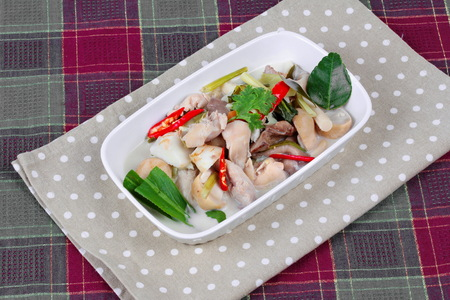 higado de pollo: Chicken and galangal in coconut milk soup and herb . Side view Foto de archivo