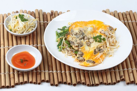 bean sprouts: Fried oyster omelet with bean sprouts and shallot call Hoi Tod Khai in Thai served with chili sauce and bean sprouts filling.