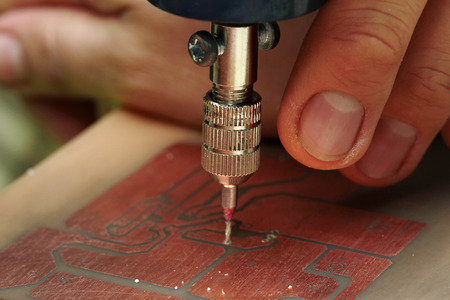 circuitos electronicos: Electronic circuits procedure , Use mini drill to broach on Printed Circuit Boards.  Selective focus. Foto de archivo