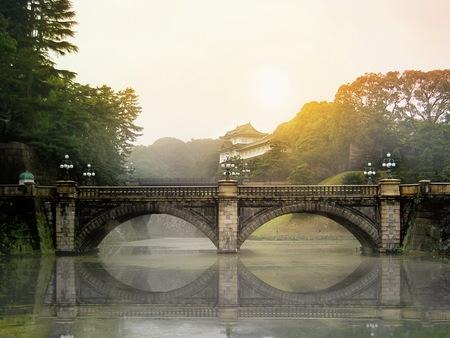 Meganebashi Brigde i Nijubashi brigde w Pałacu Cesarskim w Tokio na cumowaniu.