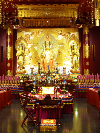 toothe: Buddha Toothe Relic Temple in Chinatown in Singapore
