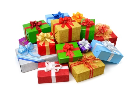 in a pile: Mont�n de feliz de cajas de regalo de colores