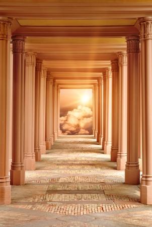 Duchovní fantasy scéna s průchodem obklopený pilíři vedoucí do nebe