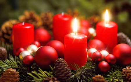 Studio shot of a nice advent wreath with baubles and two burning red candles Standard-Bild