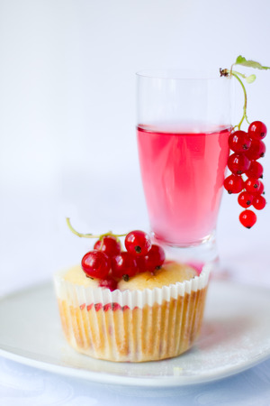Red currant muffin with alcoholic drink
