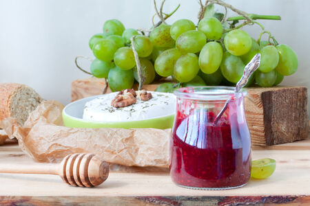 Camembert with walnuts, raspberry sauce and grapes