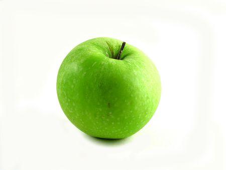 healthful: S�lo una manzana verde y saludable en el fondo blanco