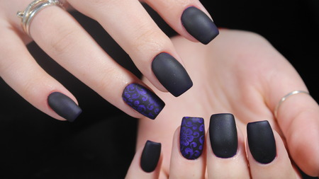 Design of manicure matt black and blue nails Imagens