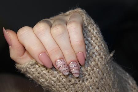 Manicured nails Nail Polish art design. Nail Polish. Beauty hands. Banque d'images
