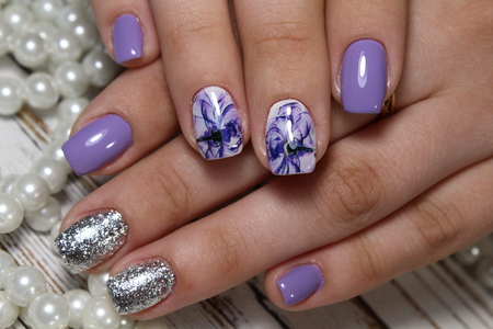 Beautiful matte finish in purple with silver lines