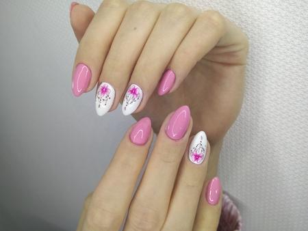 Fashion nails manicure on beautiful female hands Reklamní fotografie - 121502336