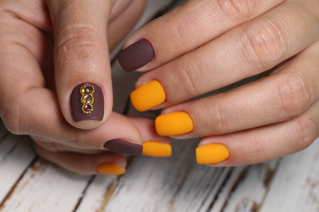 Amazing natural nails. Women's hands with clean manicure. Gel polish applied. Archivio Fotografico - 123591934
