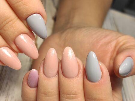 Youth manicure design, beautiful female hands Zdjęcie Seryjne - 133100025