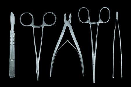 pinzas: instrumentos m�dicos aislados en negro