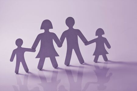 Papier-Familie auf pink background Standard-Bild