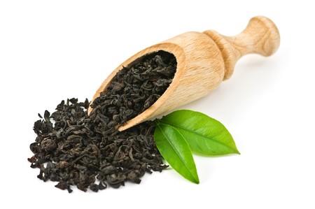 Schwarzer Tee mit Leaf isolated on white background Standard-Bild