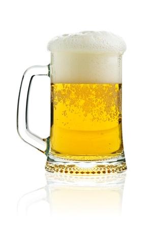 Glas Bier isoliert auf weiss