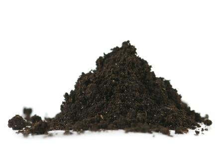 in a pile: mont�n de suelo aislado en blanco