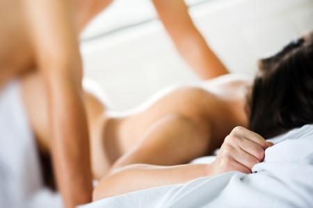 Paar hat eine Sex auf dem Bett Lizenzfreie Bilder