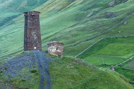 svaneti: torre Svaneti en las monta�as del c�ucaso Foto de archivo