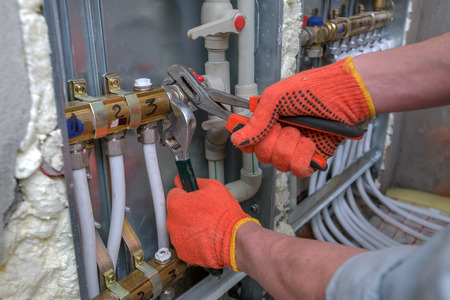 Pipefitter Installation System der Heizung Standard-Bild - 43586333
