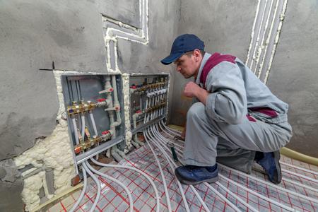 pipefitter instalacji systemu ogrzewania