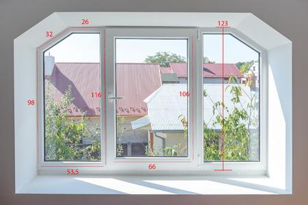 プラスチック製の窓のサイズを測定する場合の 写真素材