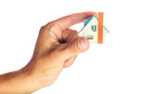 petite maison en main de l'homme
