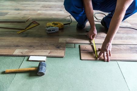 hardwood floor: worker install the laminate floor